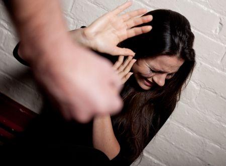 ВУфе злоумышленник избил знакомую, чтобы узнать пин-код карточки