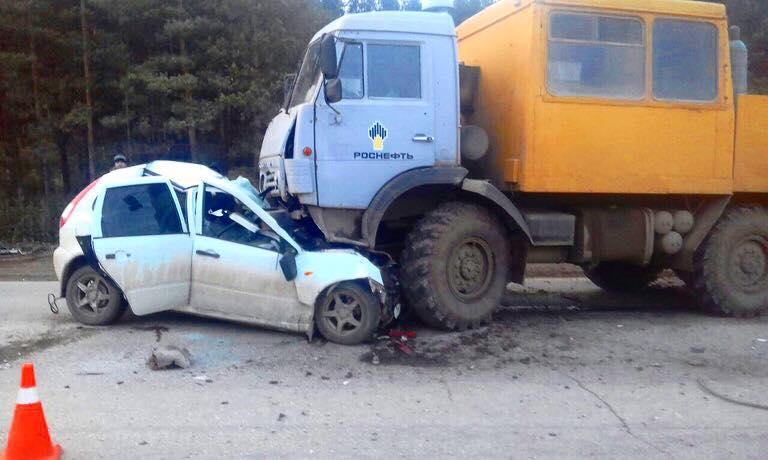 ВБашкирии встолкновении Лада иКамАЗа погибло два человека