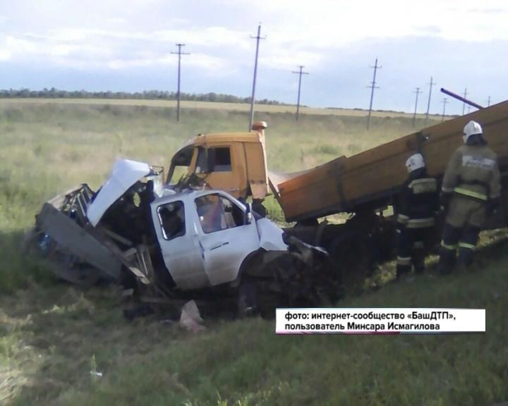 Кошмарные кадры изБашкирии: ВДТП легкового автомобиля и фургона умер ребенок