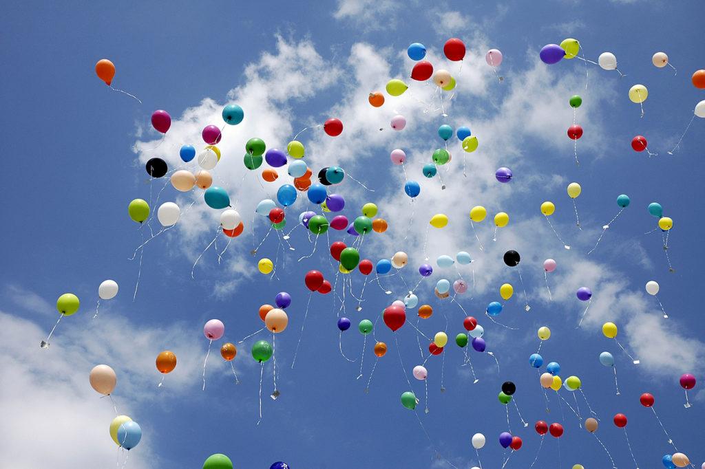 Картинка анимация воздушные шары улетают в небо