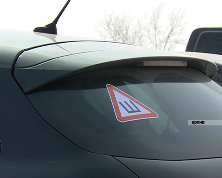 Департамент ГИБДД Камышина передает, чем угрожает водителям отсутствие знака «Шипы» наавтомобиле
