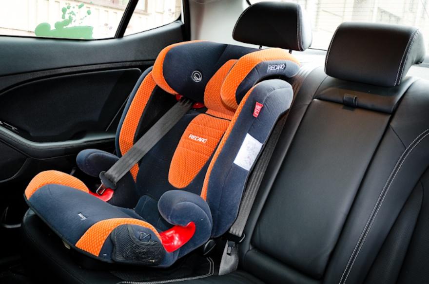 Об использовании детских автокресел при перевозке детей в салоне легкового автомобиля.