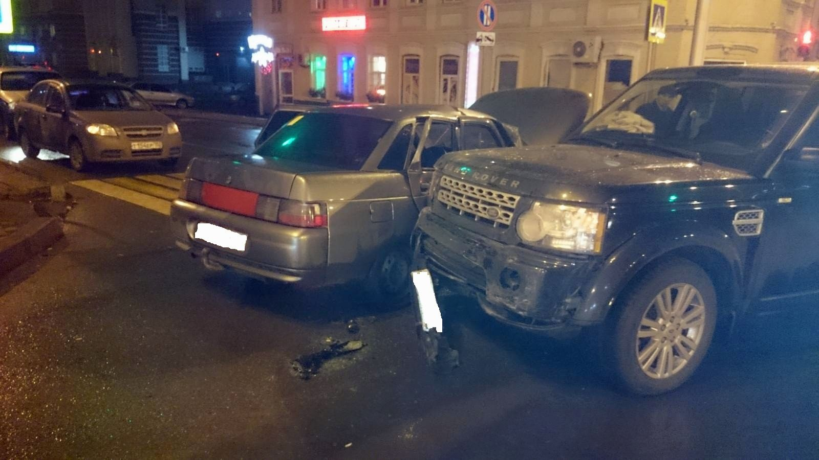 ВУфе ВАЗ-2110 столкнулся сRange Rover, пострадали 4 человека