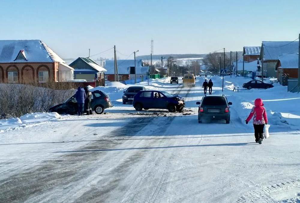 ВБашкирии неустановленный шофёр «Волги» спровоцировал ДТП спострадавшими