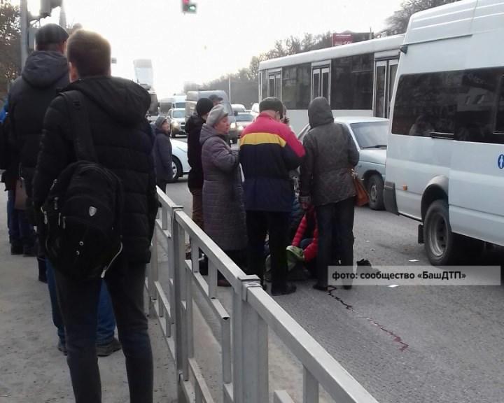 ВУфе маршрутка сбила напешеходном переходе школьника