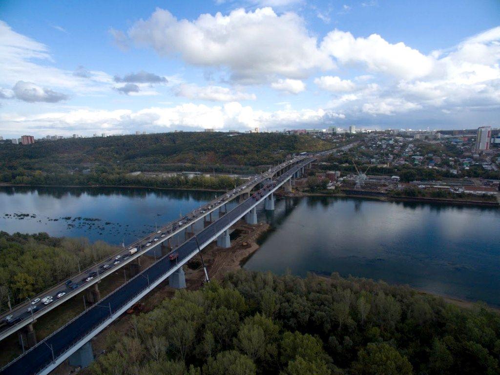 2-ой слой асфальта уложили наЗатонском мосту через белоснежную вУфе