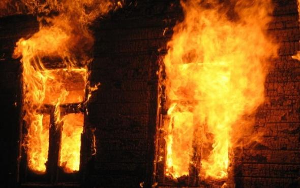 Следователи пытаются выяснить обстоятельства пожара вБашкирии, вкотором погибли трое человек